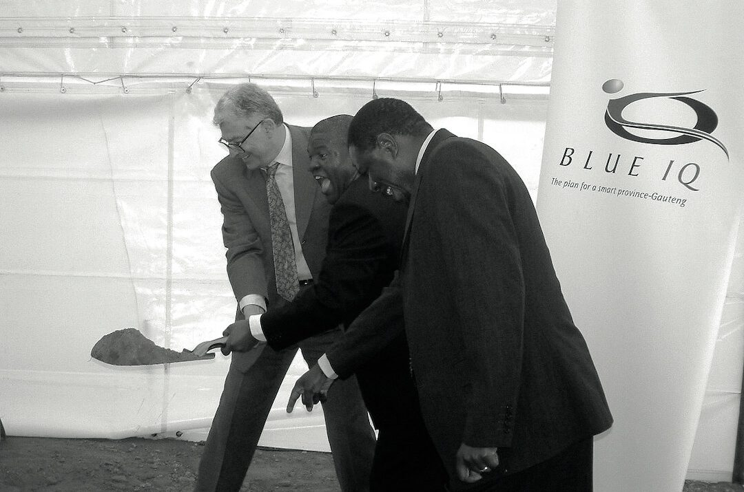 Chief Justice Arthur Chaskalson, Minister Penuell Maduna and Premier Mbhazima Shilowa turning the sod.